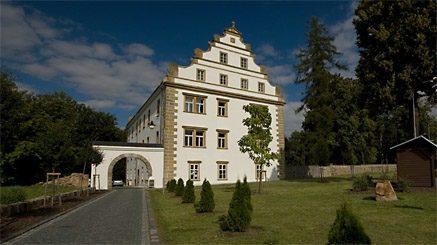 Dominantou městečka Šluknov je Šluknovský zámek.