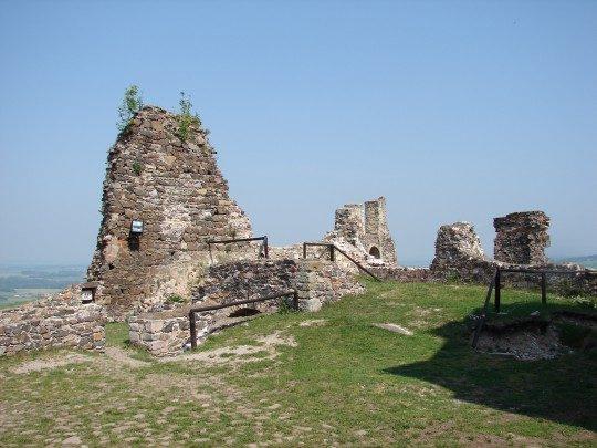 Málokterý hrad se může chlubit tak barvitou historií jako Potštejn.