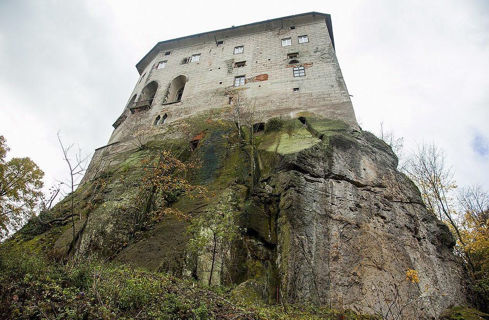 houska-hrad-a-zamek