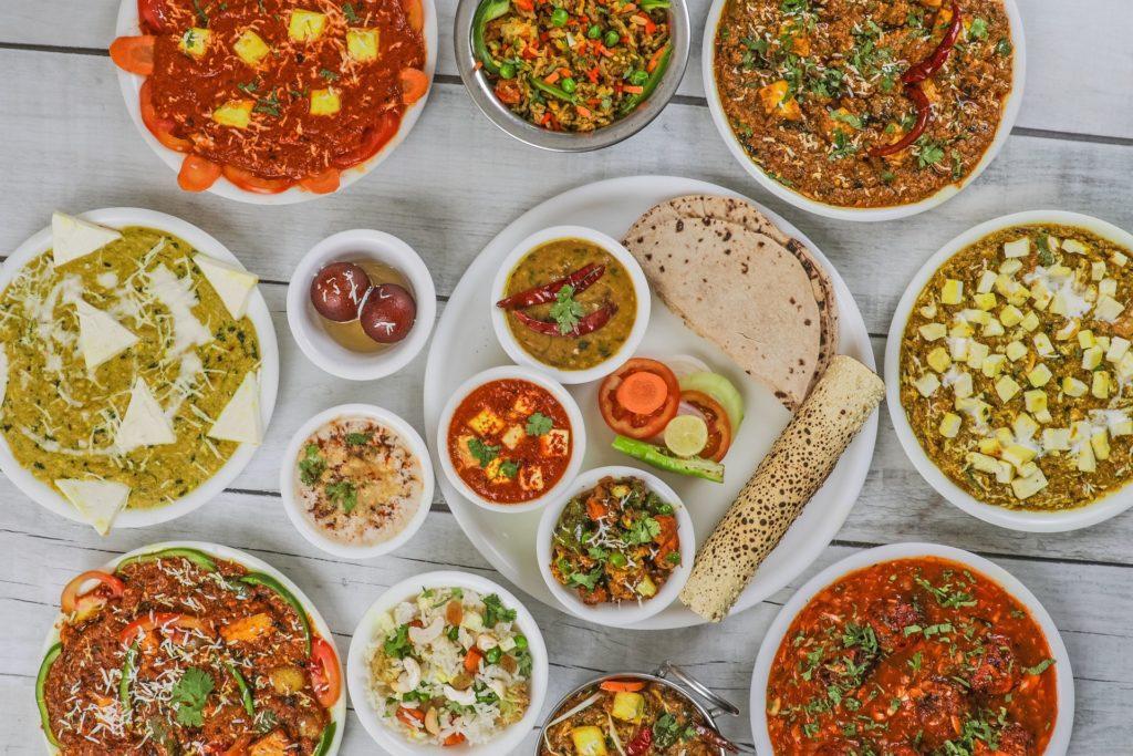 Indie je proslulá kastovními rozdíly, které jsou patrné i v bohatosti jídla.