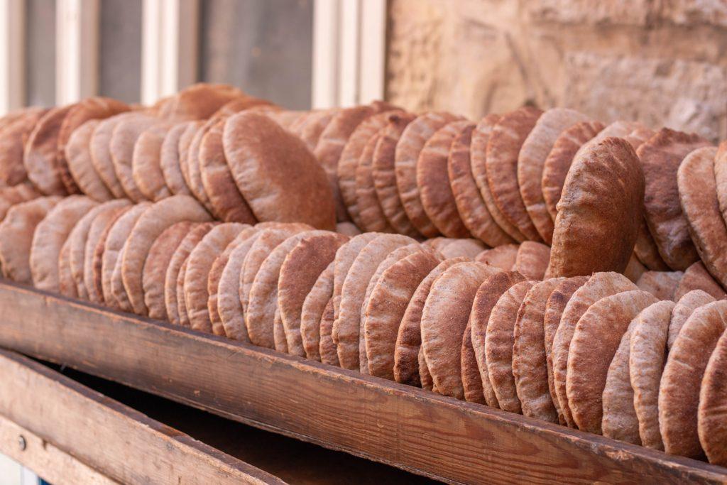 Pita – tradiční arabský chléb.