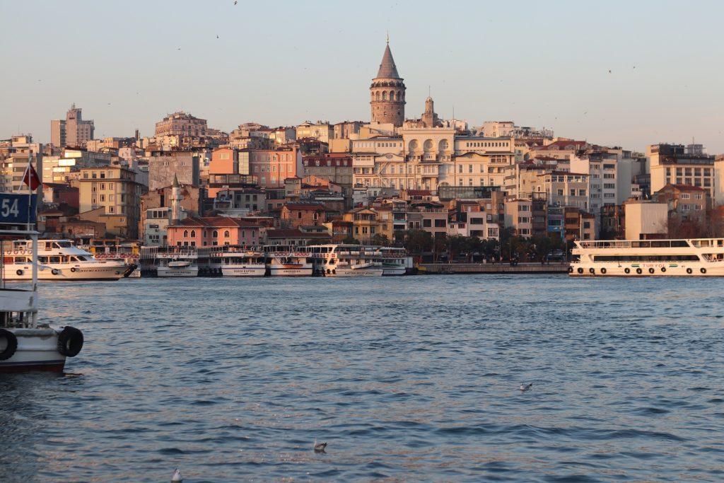 Istanbul je kosmopolitní město a dá se říct, že tu vedle sebe žijí v klidu a míru muslimové, židé i křesťané.