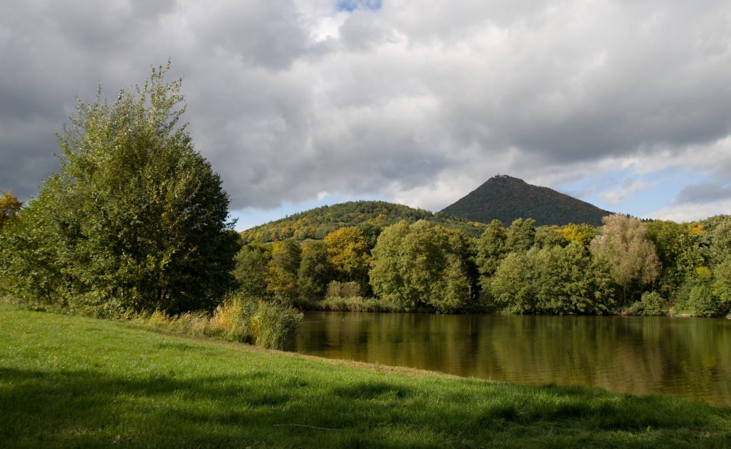 Milešovka je s výškou 836,6 metrů nad mořem nejvyšší horou Českého středohoří.