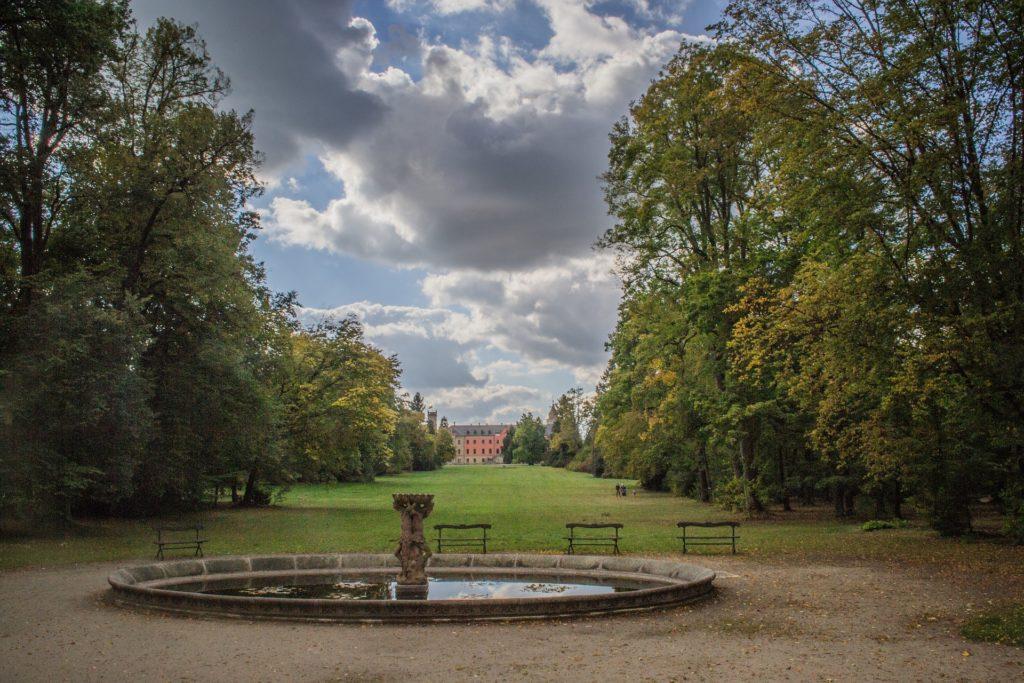 Rozsáhlý park dodnes láká k romantickým procházkám.