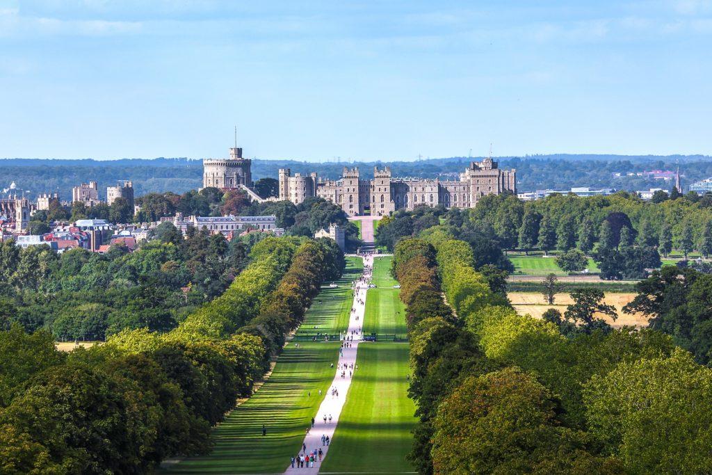 Windsor je společně s Buckinghamským palácem v Londýně a palácem Holyrood v Edinburghu sídlem britských monarchů.