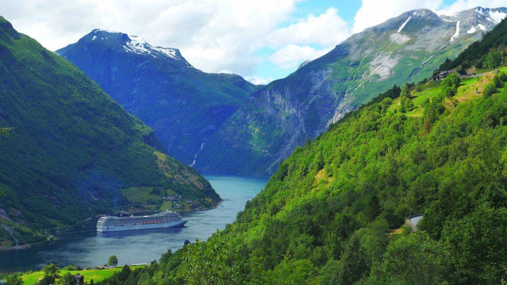 Fjord Geiranger – jeden z nejoblíbenějších turistických cílů Norska.