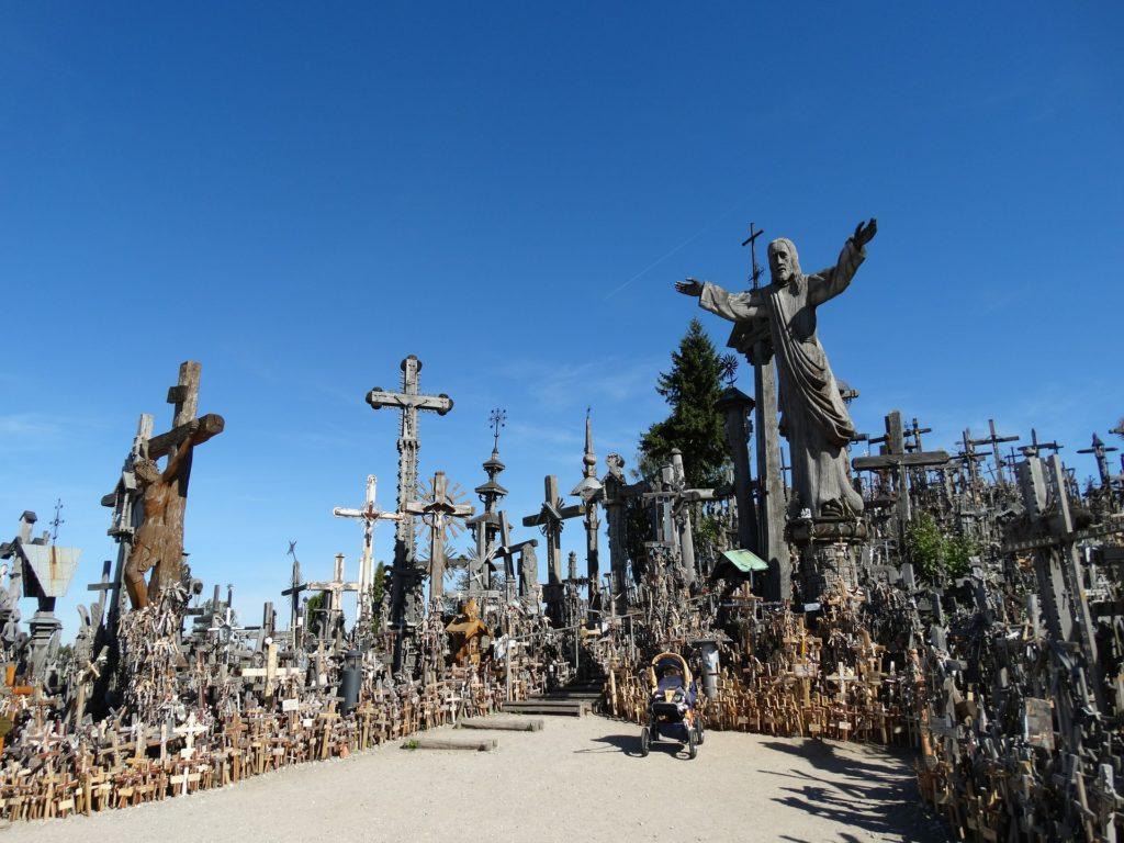 Velikou dřevěnou sochu Krista Litvě věnoval papež Jan Pavel II.