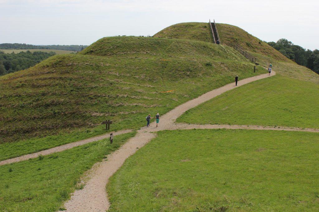 Archeologická lokalita Kernavė nabízí mnoho příležitostí k pěším túrám.