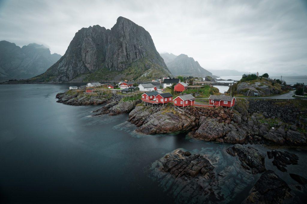 Na souostroví Lofoty žije přibližně 24 tisíc obyvatel.