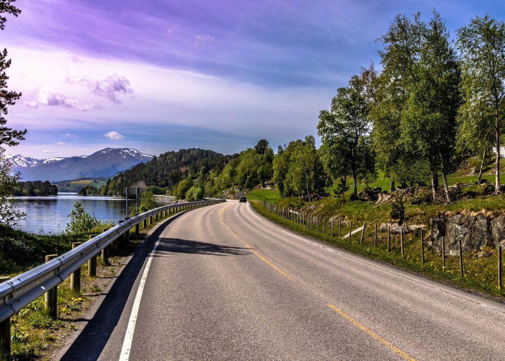 Auto je pravděpodobně nejpohodlnějším prostředkem pro cestování norskou přírodou.