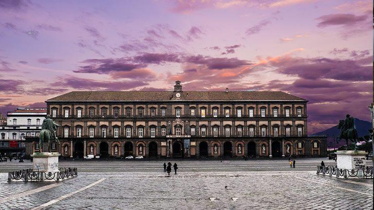 palazzo-reale-di-napoli-conclusa-la-ristrutturazione-della-facciata-principale-1355510