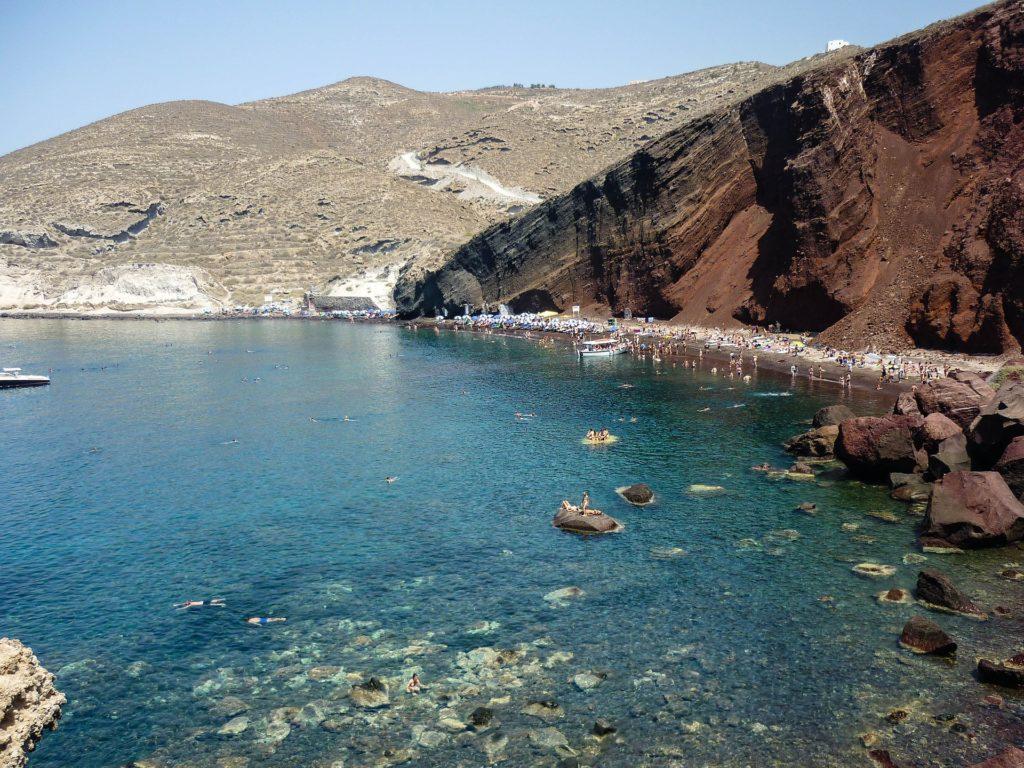 Červená pláž patří mezi nejvyhledávanější zajímavosti řeckého ostrova Santorini.