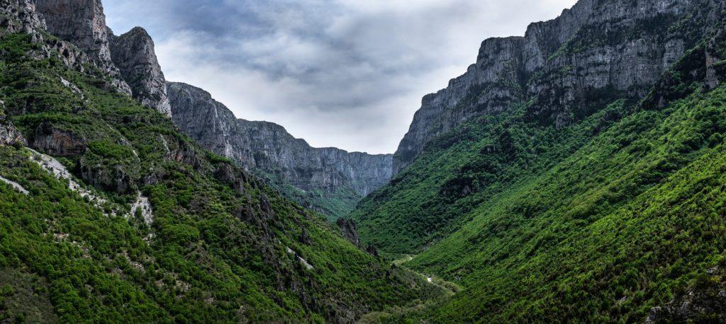 Soutěska Vikos je součástí národního parku, který se nachází v kraji Epirus.